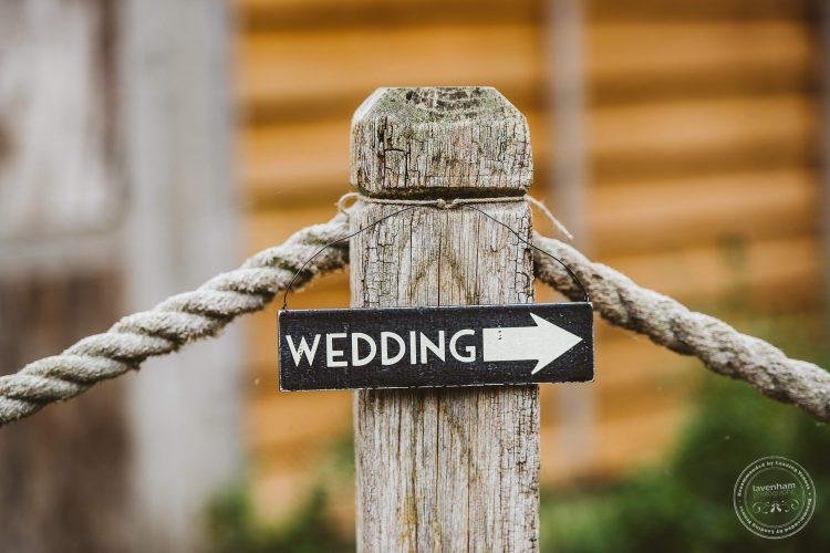011016-moreves-barn-wedding-photographer-essex-025