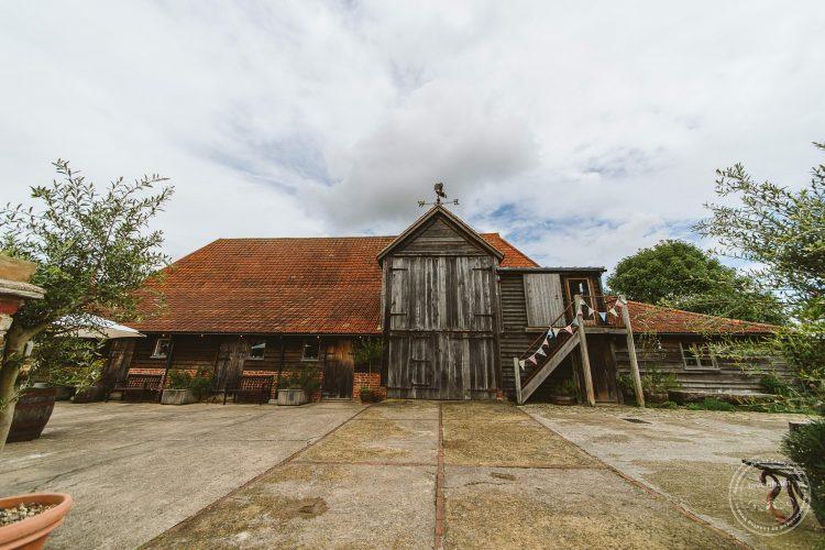 011016-moreves-barn-wedding-photographer-essex-026