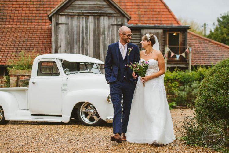 011016-moreves-barn-wedding-photographer-essex-102