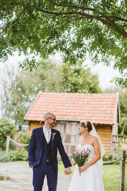 011016-moreves-barn-wedding-photographer-essex-123