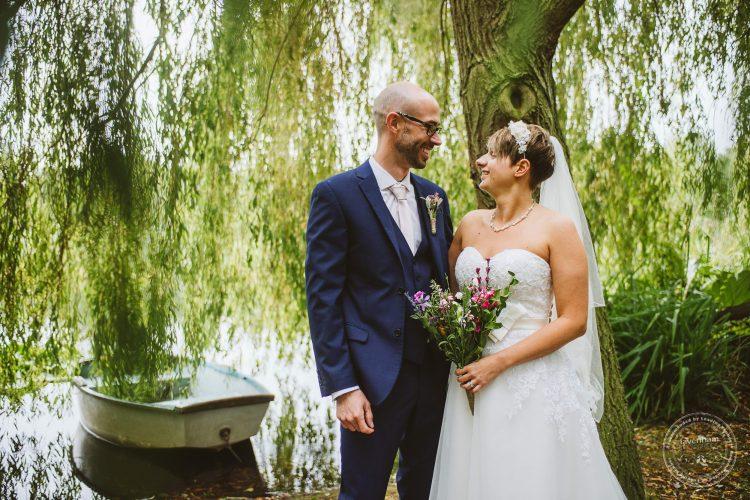 011016-moreves-barn-wedding-photographer-essex-124