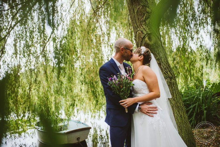 011016-moreves-barn-wedding-photographer-essex-125