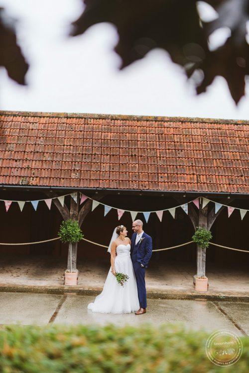 011016-moreves-barn-wedding-photographer-essex-129