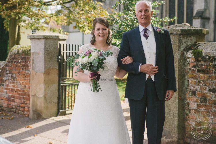 240916-dedham-le-talbooth-wedding-photographer-essex-026