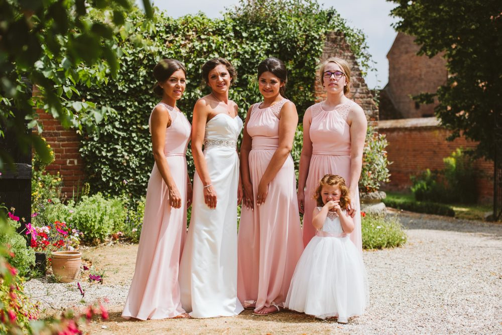 Photography of one bride with her bridesmaids