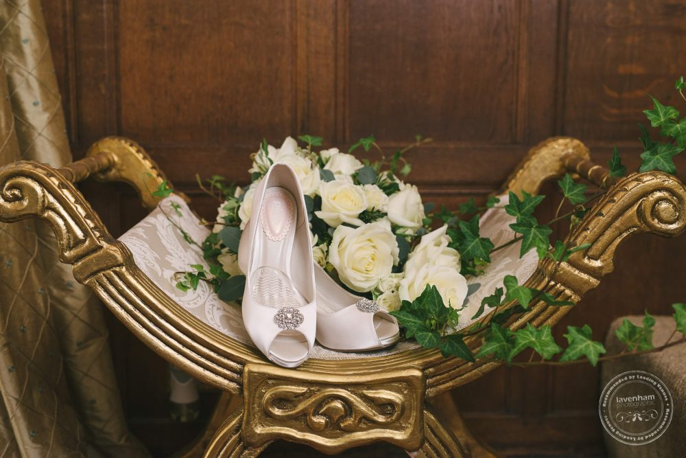 Bride's shoes and bouquet photographed in detail, in beautiful surroundings