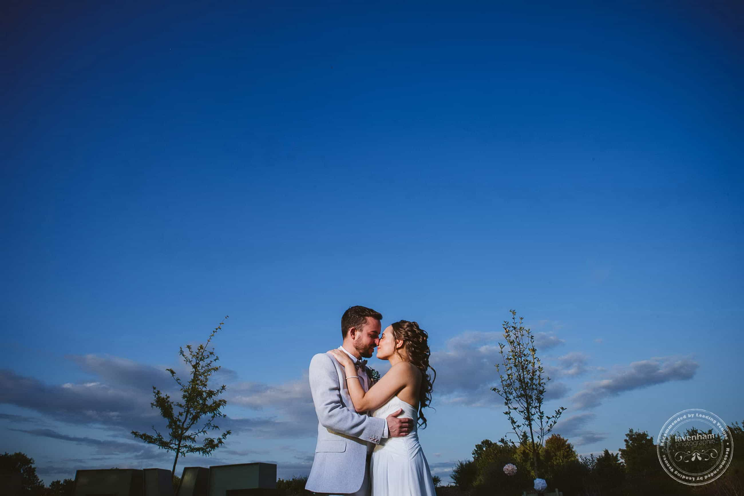 A lovely time of the day, when the sun is going down, but the sky is still very blue! Off camera flash, and dramatic framing with the bride and groom low int he frame to enhance thew feeling of a big sky!